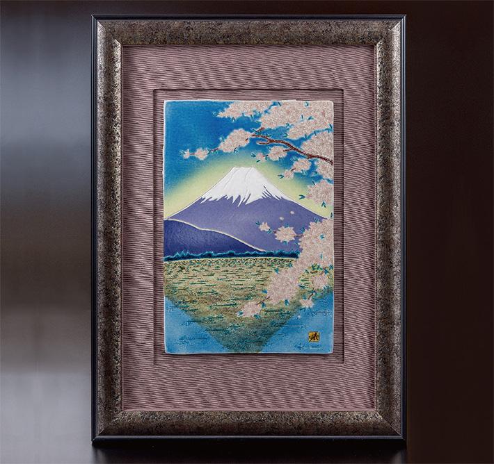 九谷焼 陶額 彫釉彩不二に桜文 山口義博